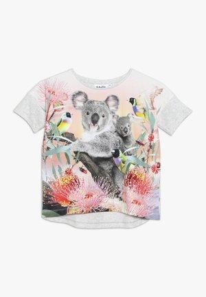 RAEESA - T-shirts med print - light grey/multicolor