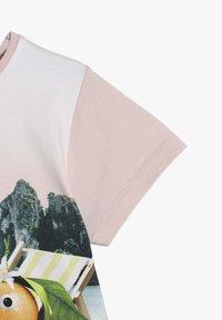 Molo - RISHA  - T-shirts med print - light pink/multi-coloured - 2