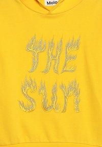 Molo - MADELYN - Jersey con capucha - sun flare - 4