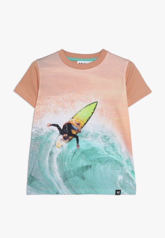 RAYMONT  - Print T-shirt - mottled apricot/light blue