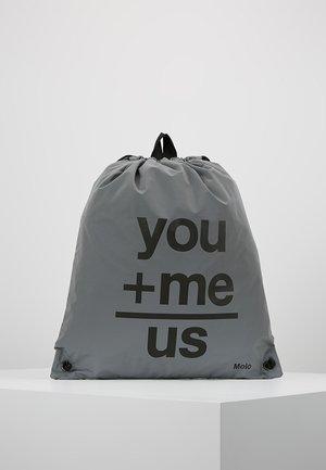 GYM BAG REFLECTIVE - Sportovní taška - grey