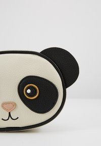 Molo - PANDA BAG - Across body bag - black/white - 2