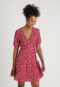 MINKPINK - SHADY DAYS TEA DRESS - Hverdagskjoler - red - 0