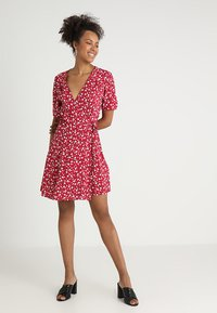 MINKPINK - SHADY DAYS TEA DRESS - Hverdagskjoler - red - 1