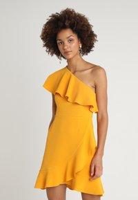 MINKPINK - PONTE DRESS - Sukienka z dżerseju - mango - 0