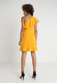 MINKPINK - PONTE DRESS - Sukienka z dżerseju - mango - 2