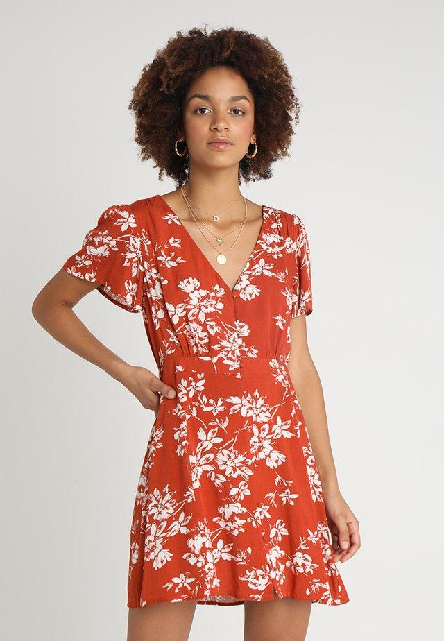 BONFIRE MINI DRESS - Freizeitkleid - red/white