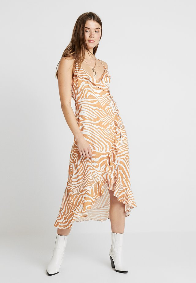 PRETTY WILD WRAP DRESS - Korte jurk - white/ochre