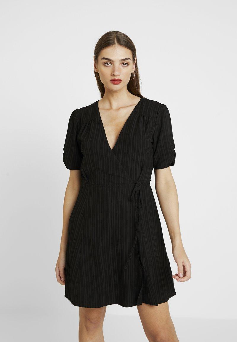 MINKPINK - SHADY DAYS TEA DRESS - Denní šaty - black solid