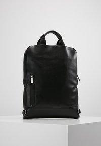 Moleskine - CLASSIC DEVICE BAG VERT - Rygsække - black - 5