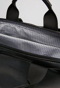 Moleskine - CLASSIC DEVICE BAG VERT - Rygsække - black - 4
