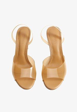 TATI - Korolliset sandaalit - okker