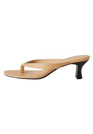 LUNA - Pool shoes - karamell