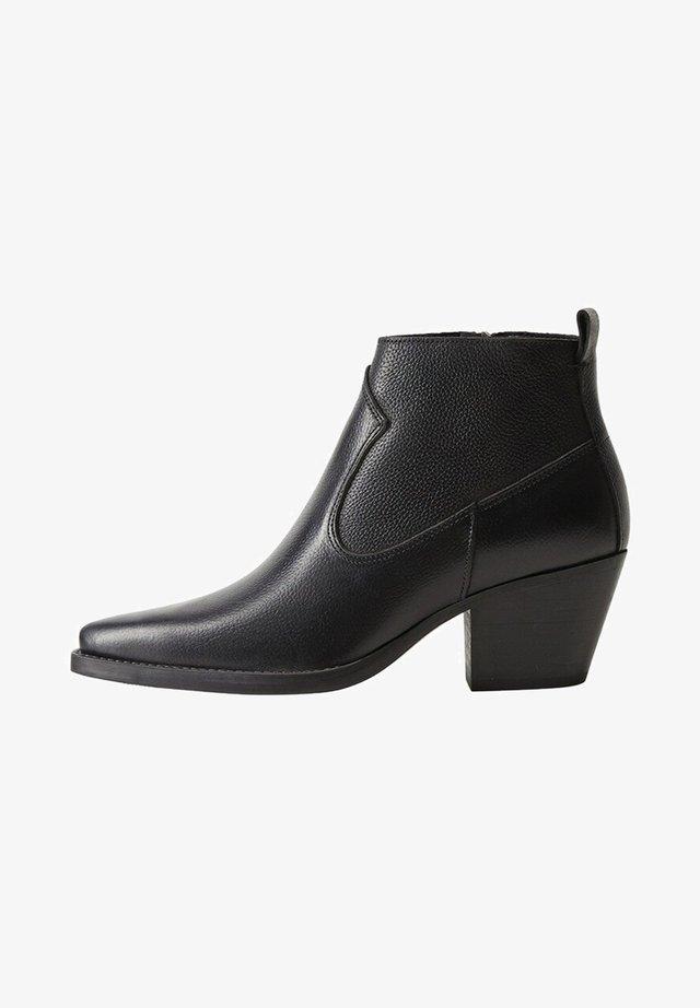 LEDERSTIEFELETTE MIT ABSATZ - Korte laarzen - schwarz