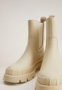 Mango - RAIN-I - Platform ankle boots - blanc cassé - 6