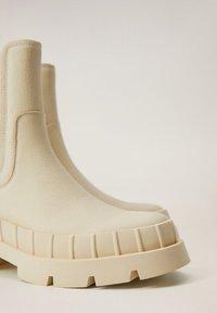 Mango - RAIN-I - Platform ankle boots - blanc cassé - 5
