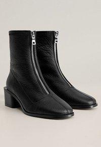Mango - ZAPE - Classic ankle boots - schwarz - 2