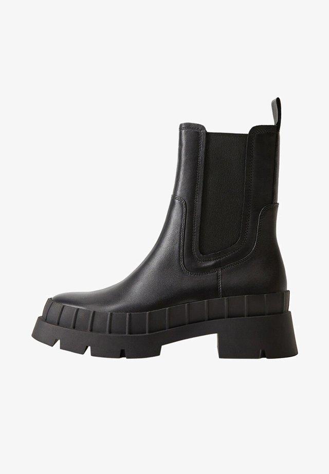 LEDER MIT TRACKSOHLE - Ankle boots - schwarz