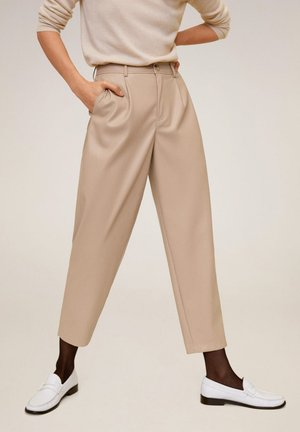 RELAXED FIT-HOSE MIT LEDER-EFFEKT - Trousers - nude