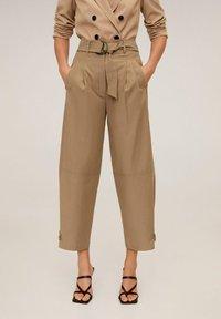 Mango - TOBACCO - Spodnie materiałowe - mittelbraun - 0