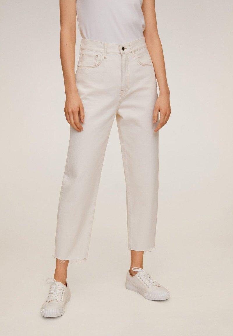 Mango - VILLAGE - Jeans Straight Leg - ecru