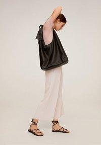 Mango - CHARLES - Spodnie materiałowe - hellrosa - 2