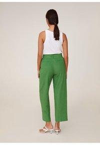 Mango - LEINEN IN 7/8-LÄNGE - Spodnie materiałowe - grün - 3