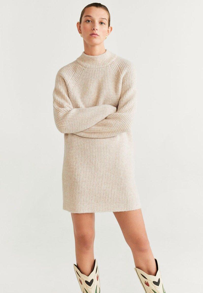 Mango - GOFRADO - Strikket kjole - light grey