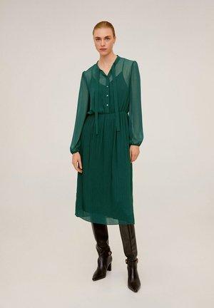 FLIESSENDES MIDI-KLEID - Robe d'été - green