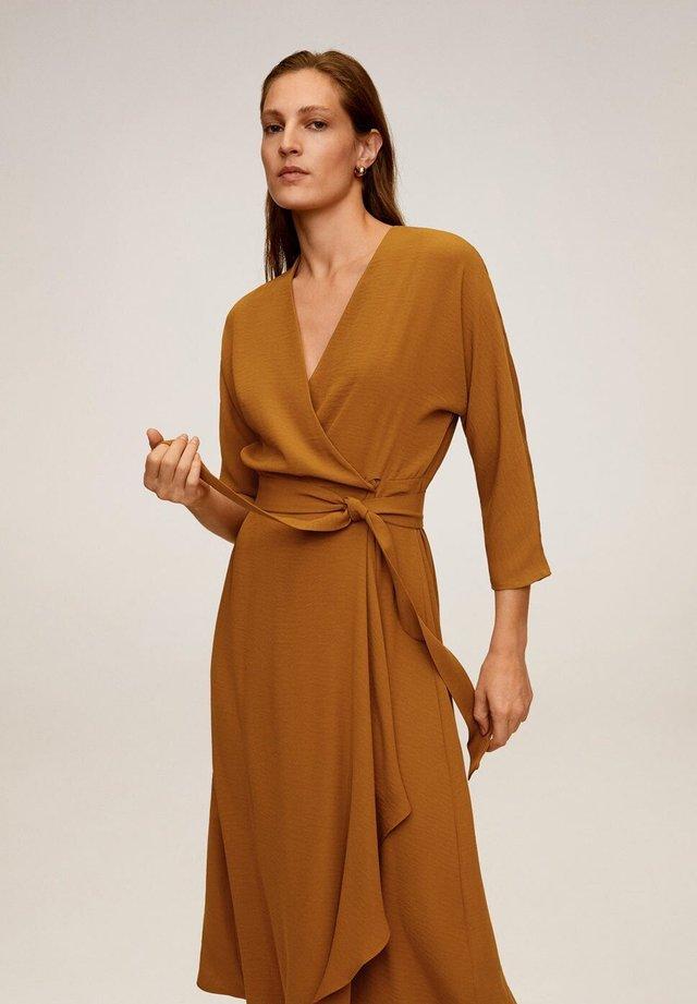 OLIVIA - Vapaa-ajan mekko - senfgelb