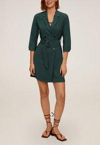 Mango - TUXEDO - Shirt dress - grün - 1
