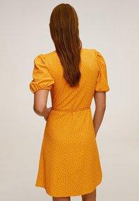 Mango - CACHE-CŒUR À POIS - Vapaa-ajan mekko - moutarde - 2