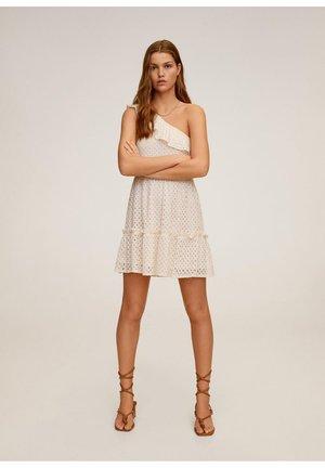 ASYMMETRISCHE MET RUCHE - Korte jurk - gebroken wit