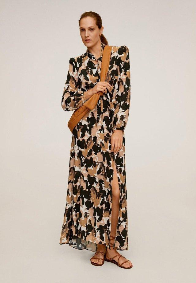 MANCHA-A - Długa sukienka - karamell