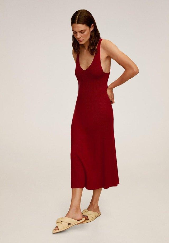 AMSTER - Vestido de punto - rouge