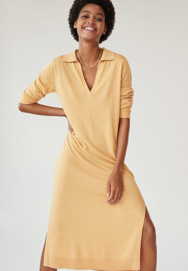 HIGH - Stickad klänning - marrón medio