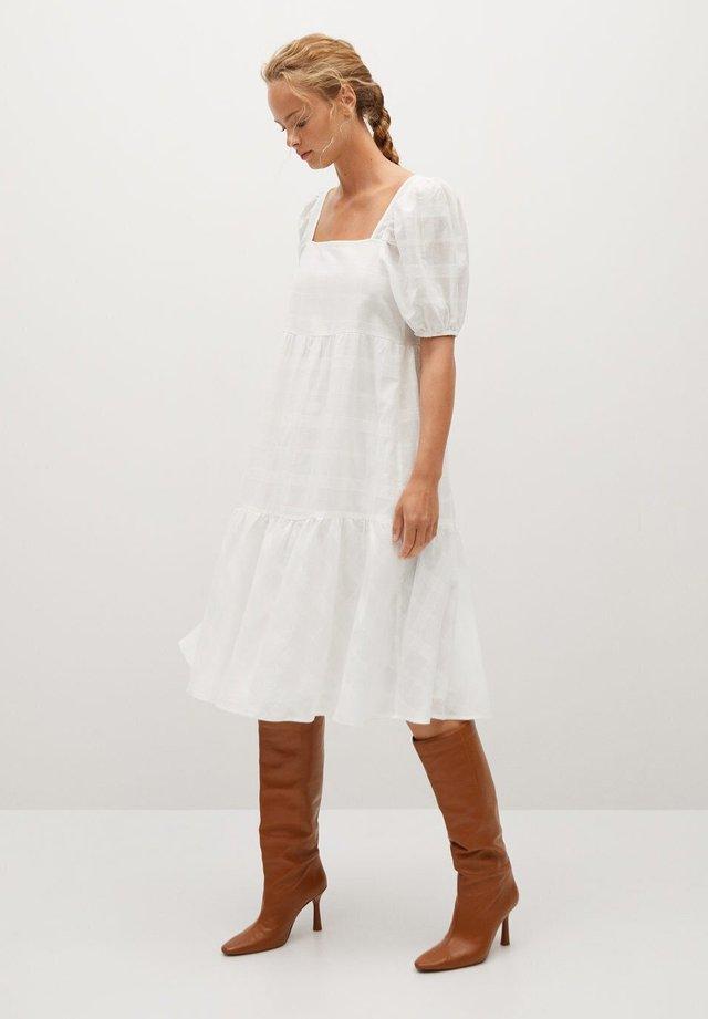 MOLLY - Sukienka letnia - cremeweiß