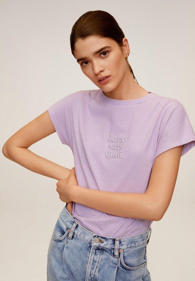 QUOI - T-shirt print - viola chiaro/pastello