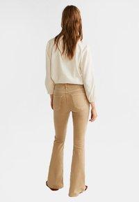 Mango - FLARE - Flared Jeans - sandfarben - 2