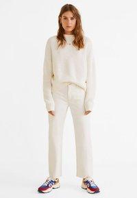 Mango - PRETTY - Jeans Straight Leg - ecru - 1