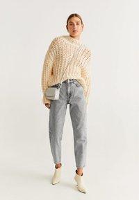Mango - MOM - Jeansy Straight Leg - grey - 1