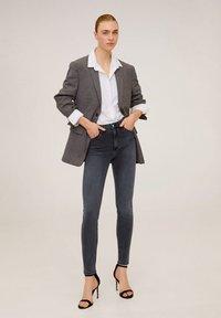 Mango - NOA - Jeans Skinny Fit - open grijs - 1
