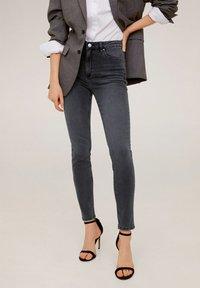 Mango - NOA - Jeans Skinny Fit - open grijs - 0