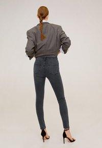 Mango - NOA - Jeans Skinny Fit - open grijs - 2