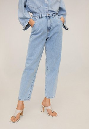 REGINA - Jeansy Relaxed Fit - hellblau