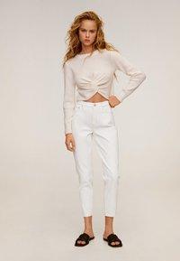 Mango - MOM - Slim fit jeans - wit - 1
