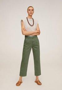 Mango - CHINO - Jeansy Straight Leg - grün - 1