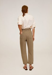 Mango - PAPERBAG - Jeansy Straight Leg - brown - 2
