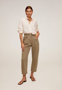 Mango - PAPERBAG - Jeansy Straight Leg - brown - 0