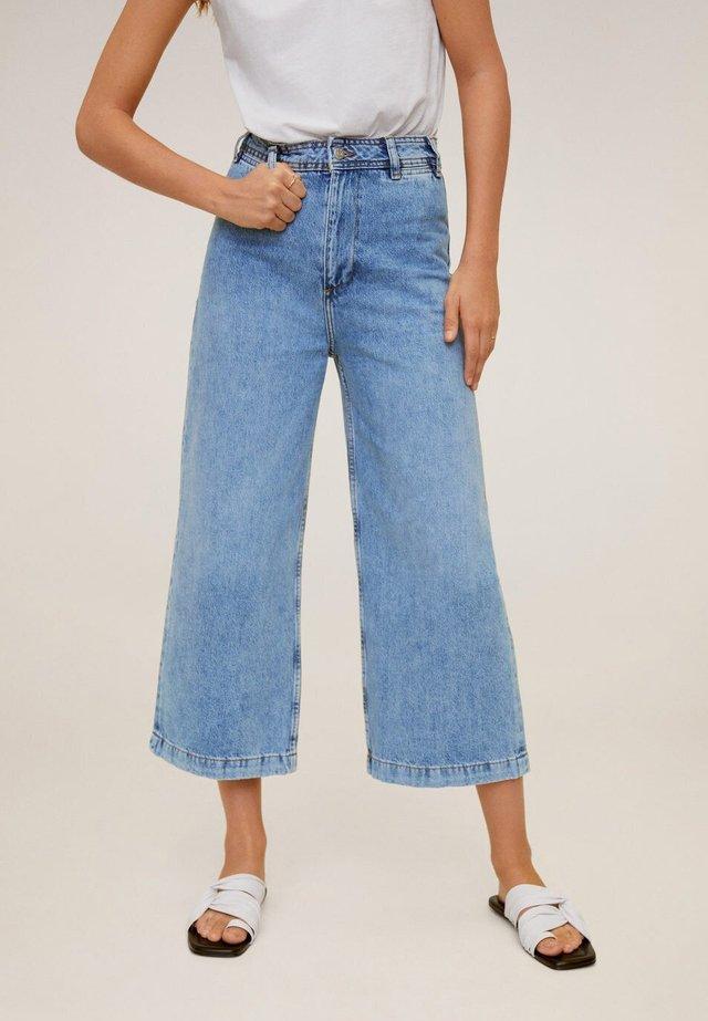 CARLOTA - Flared Jeans - mittelblau